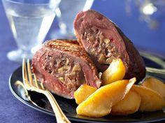 Découvrez la recette Magrets rôtis farcis au foie gras sur cuisineactuelle.fr. Best Diner, Yummy Food, Tasty, Aesthetic Food, Pot Roast, Food Videos, Carne, Food Porn, Food And Drink