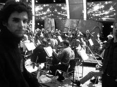 Guy Berryman nos ensaios para a apresentação nos GRAMMY Awards