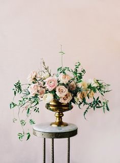 Arrangement by Sarah Winward of Honey of a Thousand Flowers Photography by Leo Patrone