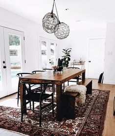 Get inspired by these dining room decor ideas! From dining room furniture ideas, dining room lighting inspirations and the best dining room decor inspirations, you'll find everything here! Dining Room Design, Dining Room Table, Dining Area, Dining Chairs, Rug Under Dining Table, Natural Wood Dining Table, Kitchen Design, Kitchen Dinning Room, Table Bench