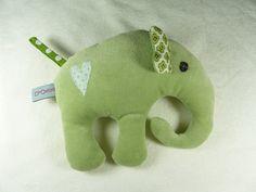 Rassel Elefant Ella in grün, green elephant for babies, mit Quietscher aus Nicki