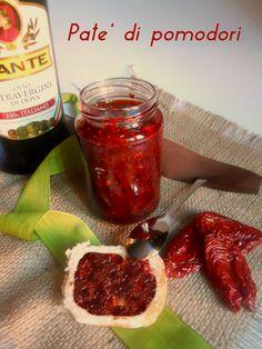 Gustoso paté di pomodori secchi ideale da gustare spalmato su crostini, pane…