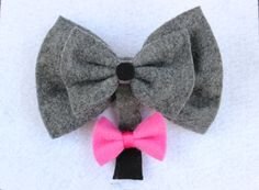 Bow inspired by Eeyore. Based on the movie The Many Adventures of Winnie the Pooh. This bow is approximately long and is made of felt and ribbon. The bow can also be made as a mini as a custom order. Disney Diy, Disney Crafts, Disney Inspired Fashion, Disney Fashion, Inspired Outfits, Disney Hair Bows, Disney Bound Outfits, Felt Bows, Diy Hair Accessories