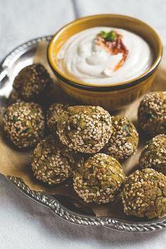 Falafel van kikkererwten, uit de oven. Een recept van de Groene Meisjes. #falafel #ovengerecht #peulvruchten #kikkererwten