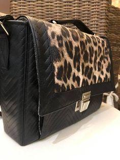 Sac Quadrille en simili noir et léopard cousu par Valérie - Patron Sacôtin