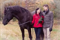 Autumn couple photography with a horse, engagement photography | Mariella Yletyinen Photography