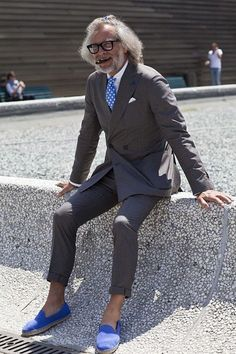 suit x espadrilles knot pitti uomo menswear firenze Street Style Trends, Street Style Summer, Espadrilles Outfit, Suits You Sir, Advanced Style, Mature Men, Men Looks, Stylish Men, Style Guides
