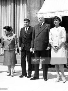 Portrait d'Yvonne de Gaulle, du président américain John Fitzgerald Kennedy, du président de la république Charles de Gaulle et de Jacqueline Kennedy lors de la visite officielle des Kennedy à Paris, France, en mai 1961.