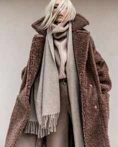 Shades of beige Style Casual, Style Me, Fashion Outfits, Womens Fashion, Fashion Trends, Teddy Coat, New Wardrobe, Autumn Winter Fashion, Winter Outfits