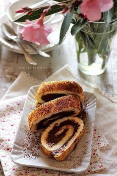 Rulada dietetica cu crema de ciocolata (felii de rulada cu ciocolata)
