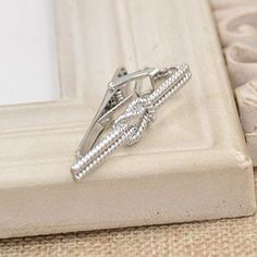 3de054f1d3 Amazon.com  Creative Arrow Shape Tie Clip Mens Novelty Tie Bar Clasp Clip  Pin