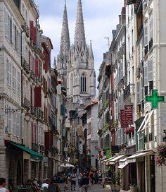 Bayonne, France  UNE DES PLUS BELLE RUE DU MONDE À MON AVIS!
