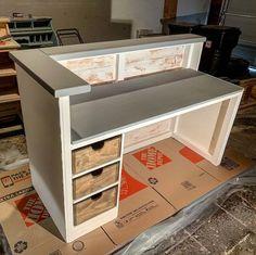 Small Reception Desk, Reception Desk Design, Office Reception, Cash Counter Design, Cash Wrap Counter, Counter Design For Shop, Retail Counter, Store Counter, Design Salon
