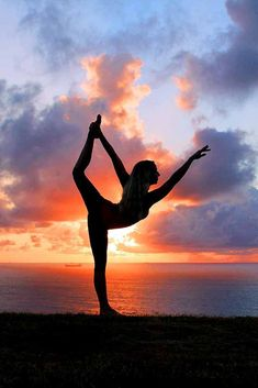 Yoga photography inspiration, dancers pose #yogaphotography