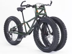 Holy crap dogs this thing is awesome with a capital F! Triple-Fat-Tire Trike Is Beast Made For Sand And Snow