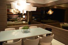 Decor Salteado - Blog de Decoração e Arquitetura : Cozinha preta integrada às salas de estar e jantar – maravilhosa! Confira todos os detalhes!