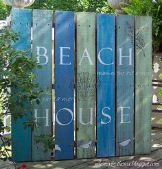 Beachy Pallet Art! Would be neat way to paint a beach themed room, especially a wainscotted one.