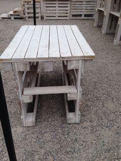 Tavolo con tre bancali