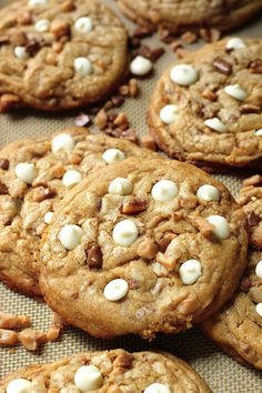 White Chocolate Toffee Brown Butter Cookies - thick chewy brown butter cookies studded with tons of white chocolate chips and toffee! Sure to be a new classic! Cookie Desserts, Just Desserts, Cookie Recipes, Delicious Desserts, Dessert Recipes, Yummy Food, Health Desserts, Brown Butter Cookies, White Chocolate Chip Cookies