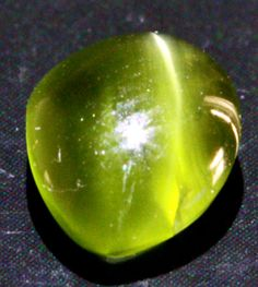 1.32 cts CERTIFIED Green Moonstone with Cats Eye (RMS01)  Moonstone is an amazing gem. It shows the phenomen known as adularescence, which is the beautiful blue sheen seen across the stone. Green moonstone is extremly rare, and to have the cats eye effect as well is even more scarce. This is truly an amazing gem