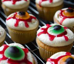 Halloween cupcake recipe: http://www.cosmopolitan.nl/Geheimen-en-Advies/Recept-Halloween-cupcakes #recept #halloween #halloween2013 #cupcake #cakes #recipe