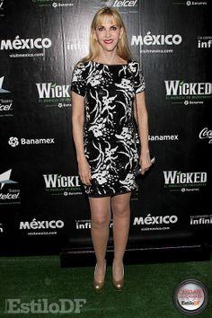 DO!!! Shanik Berman. Me gusta, aunque el vestido no es lo mejor. Es un look apropiado para su edad. Calificación: 8. Cuídate de la Cámara con @EdySmol