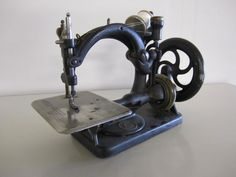 Vintage Sewing Machine (Wilcox & Gibbs Sewing Machine Co.)