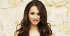 Troisan Bellisario (Spencer Hastings) Hair Color Formula: Base color: Mix with: 20 vol creme developer Hi-lites: Mix with: 30 vol creme developer Pretty Little Liars Spencer, Pretty Little Liars Seasons, Spencer Hastings Hair, Pretty Little Liars Hairstyles, Old Celebrities, Celebs, Hair Color Formulas, Dying My Hair, She Is Gorgeous