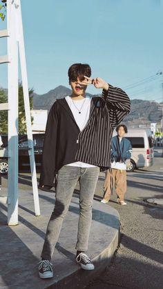 Chanwoo Ikon, Hanbin, Ikon Wallpaper, Ji Chang Wook, Yg Entertainment, Korean Boy Bands, Aesthetic Wallpapers, Normcore, Kpop