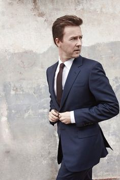 Sophisticated Cool–Actor Edward Norton covers this month's issue of Menswear magazine. Settling in for a relaxed shoot featuring sharp tailored suits in classic… Edward Norton, Jay Gatsby, Colin Firth, Robert Redford, Scott Fitzgerald, Josh Harnett, Brat Pitt, Max Riemelt, Moda Formal