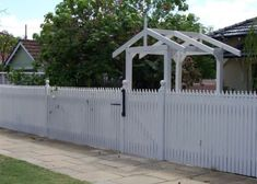 7 Most Simple Ideas: Living Fence Kids aluminum fence shops.Fence And Gates Modern small fence garage. Modern Front Yard, Front Yard Fence, Farm Fence, Fence Art, Modern Fence, Low Fence, Brick Fence, Concrete Fence, Bamboo Fence