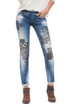 Os jeans wonder são amplamente reconhecidos pelo efeito push-up que incorporam, proporcionado pelo design dos bolsos traseiros que, associado às pinças laterais, criam uma copa modeladora. Mantendo uma cinta baixa estes jeans asseguram sensualidade e conforto. Estes jeans devem ser usados muito justos.