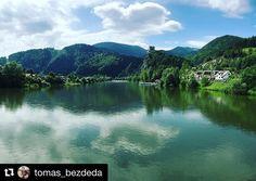 Aj @tomas_bezdeda spoznáva #praveslovenske  inšpirácia na dnešný pekný voľný deň!   Dnes na bicykli... v pozadi Hrad Strecno  #slovakia #slovensko #hradstrecno #strecnocastle #hrad #castle #history #historia #historic #historical #napana #dajtonapana #water #river #hills #forest #trees #bike #biking #bikelife #bikestagram #bikers #nature #naturewalk #naturephotography #adventure #adventures #landscape #landscapelovers