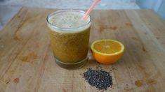 Παρασκευάστε ένα καθαρτικό χυμό - Ποτήρι με χυμό, κομμένο πορτοκάλι και σπόροι chia
