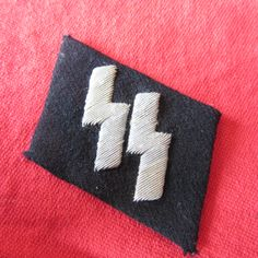 WAFFEN SS O.R/N.C.O. RUNIC COLLAR PATCH Embroidered runes -remains RZM/SS paper Label 5mm * 40mm Ref 14-60a more details @ www.ww2militaria.net