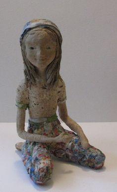 sculpture personnage poupée en papier maché recette personnelle à base de papier plantes sechées pate à bois. visage et corps modelé sans ajout de peinture ni couleur autres  - 16218274