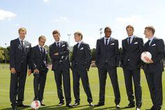Müller im Kreise seiner Kicker-Kumpels Holger Badstuber, Philipp Lahm, Toni Kroos, Jerome Boateng, Manuel Neuer, Basti Schweinsteiger