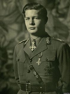 King Michael of Romania, Royal Photography, Vintage Photography, Michael I Of Romania, Romanian Royal Family, Peles Castle, Grand Duchess Olga, Military Careers, Central And Eastern Europe, Princess Anne