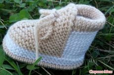 Items similar to baby girl booties,baby girl gift,knitted baby slippers, baby booties, phpto prop booties on Etsy Knitting Baby Girl, Baby Booties Knitting Pattern, Baby Shoes Pattern, Knit Baby Booties, Booties Crochet, Baby Knitting Patterns, Baby Patterns, Beanie Babies, Baby Hats
