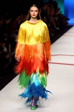 Wackiest Runway Looks Ever in honor of : Agatha Ruiz de la Prada, Milan Fashion Week Fall 2009 Bad Fashion, Fashion Fail, Funny Fashion, Weird Fashion, Fashion Looks, Fashion Trends, Pinterest Design, Prada, Catwalk Fashion