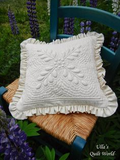 Ulla's Quilt World: Trapunto heart and square pillow cover - quilt