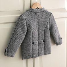 Merhaba herkese.. Çok severek takip ettiğim @isilyun yani Işıl Balaban hanımın itina ile her ilmeğine kadar detay verdiği tarif ile ördüğüm… Diy Crafts Knitting, Knit Basket, Pakistani Bridal Dresses, Moda Emo, Prom Dresses Blue, Girls Sweaters, Baby Knitting Patterns, Knit Crochet, Fur Coat
