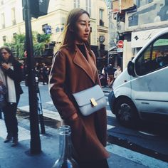 Style from the Rue. #fashion #camelcoat #woolcoat #minimalcoat #shoulderbag #greybag #coolmakeup #paris #streetstyle #parisstreetstyle #tallinnstreetstyle #TSSgoestoparis #TSS