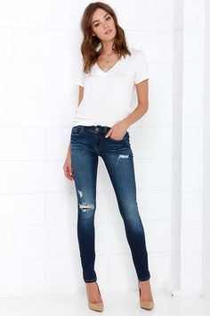 Blank NYC Skinny Classique Distressed Dark Blue Skinny Jeans at Lulus.com!