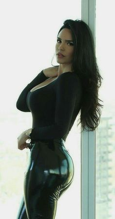 Sexy Outfits, Mode Latex, Looks Pinterest, Latex Pants, Shiny Leggings, Mannequins, Gorgeous Women, Sexy Women, Style Fashion