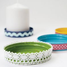 Reuse jar lids and make cute plates for block candles. (in Swedish)