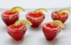 ¡Cocteles clásicos convertidos en gelatina! Recetas: http://www.sal.pr/2013/07/09/cocteles-clasicos-convertidos-en-gelatina/