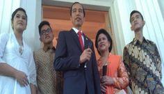 Presiden terpilih, Joko Widodo, didampingi istri dan anak-anaknya jelang pelantikan, saat di rumah dinas gubernur DKI Jakarta, Senin 20 Oktober 2014.