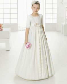 First Communion dress. Rosa Clará 2016 First Communion Collection.