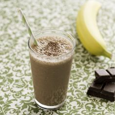 Featuring a revitalizing blend of banana, yogurt and dark chocolate, this Dark Chocolate Banilla Smoothie provides the ultimate energy boost!